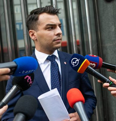 Skupina poslancov NR SR za hnutie OĽANO podáva trestné oznámenie na Martina Jakubca