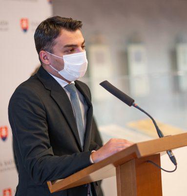 Peter Pollák ml. vyzýva vládu, aby sa ospravedlnila nezákonne sterilizovaným ženám. Premiér ocenil túto snahu